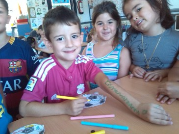 Adrián, Aitana e Iris