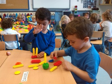 Trabajando con las construcciones y compartiendo materiales